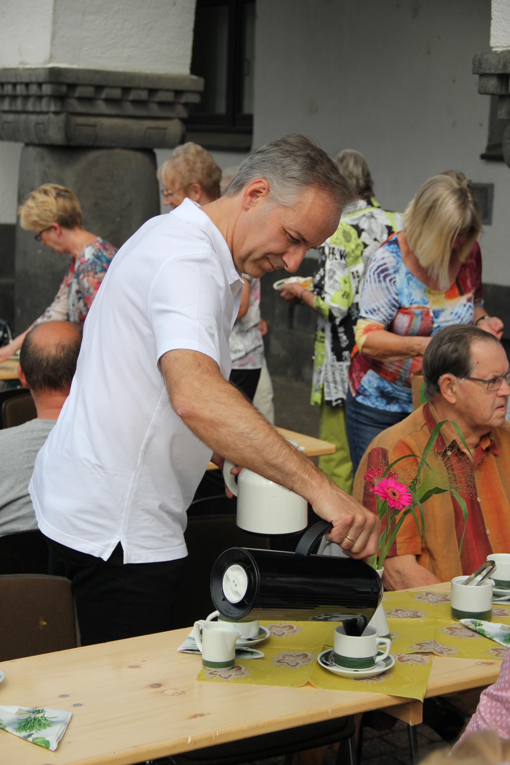"""""""Cafe am Rathaus"""" und """"Du bes Porz"""""""